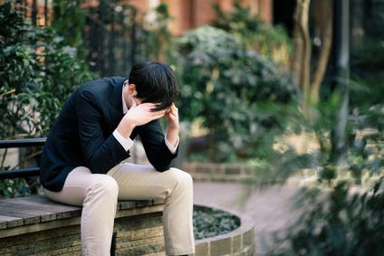 憂鬱な人のイメージ